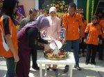 Pemotongan Tupeng oleh Ibu Hj. Resmawati sebagai Presiden Komisaris PT. Surya Sehat Gemilang yang menaungi RS Permata Bunda Group